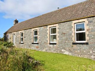 BURNSIDE COTTAGE, woodburner, off road parking, garden, in Port William, Ref 16538 - Port William vacation rentals