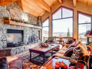 5 BR/ 4 BA second to none luxurious mountain home, sleeps 13, private hot tub, great views!, Silverthorne