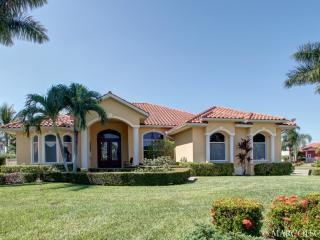 GOLDENROD - Large Heated Pool and Hot Spa, South Exposure, Walk to Marco Town Center Mall !!, Marco Island