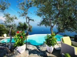 4 Bedroom villa with private pool, sea view, wi-fi, Sant'Agata sui Due Golfi