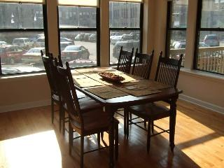 3BR/2BA Lux Condo, 1/2 Block Frm Lakeshore Drive 5 Minutes from downtown, Chicago