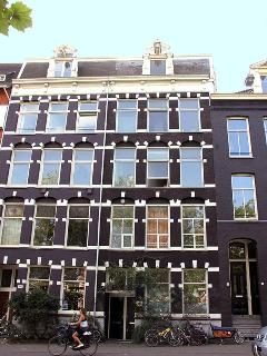 The apartment is housed in the 120 year old Amsterdam canalhouse