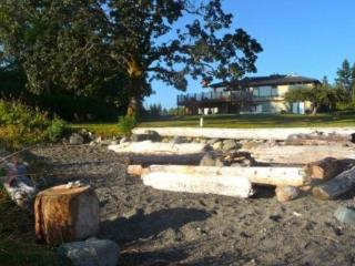 Fabulous 3 bdrm beach house mins to golf ski fish! - Courtenay vacation rentals
