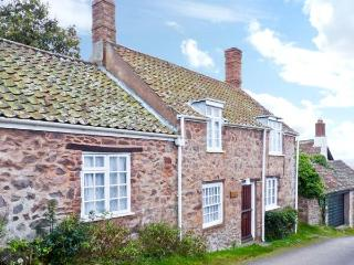MOONFLEAT COTTAGE, character pet friendly cottage, views, walks from door, West Quantoxhead Ref 18131, Sampford Brett