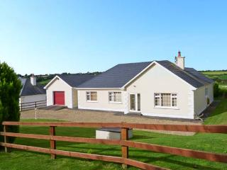 MEADOWS, all ground floor, multi-fuel stove, countryside views in Foulksmills, Ref 19344