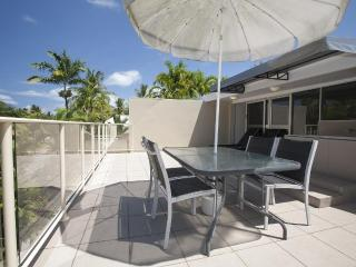 2 Bed Apartment in the heart of Port Douglas.