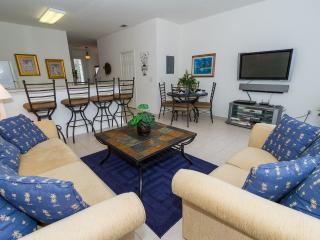 Windsor Hills Townhome, end unit/South facing pool, Kissimmee