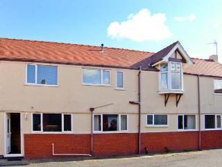 ROBETH, detached pet-friendly house, close beach, Rhos-on-Sea Ref 19368 - Rhos-on-Sea vacation rentals