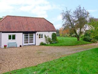 OKE APPLE COTTAGE, single storey pet friendly cottage in AONB, near Sturminster Newton Ref 20119