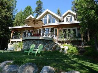 LUXURY LAKEFRONT WITH SPECTACTULAR SUNRISES AND MOUNTAIN VIEWS, McCall
