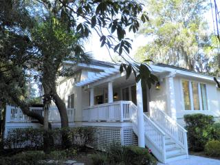 North Forest Beach, Steps to Ocean, 4 BR, 4 BA, Heated Pool, Hilton Head