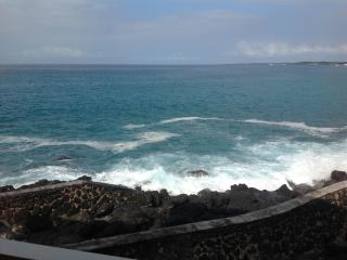 Truly Oceanfront with A/C!, Kailua-Kona