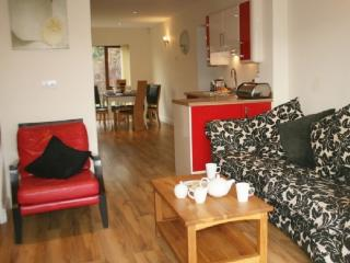 MARINA COTTAGE, 3 bedroomed, Carnforth, Lancashire Cumbria Border