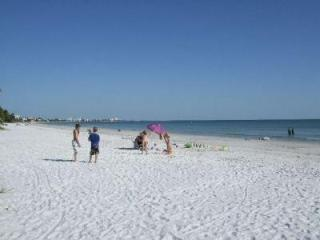 3 Bedroom Condo - Steps to Fort Myers Beach