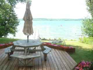 Luxury Lake Leelanau Lakefront Home sleeps 12, Traverse City