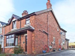 CHURNET VALLEY COTTAGE, family accommodation, pet friendly, large garden, walks from the door, in Froghall, Ref 20097