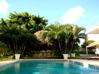 Tropical villa with private pool in large walled tropical garden (2200m2) enjoy complete privacy