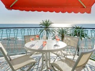Azur View- 2 Bedroom Nice Apartment with View of Mediterranean