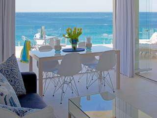 Cape Town: Clifton. 1st Beach SEAVIEW APARTMENT. Private access to beach. Best position in Clifton. On the beach!!!