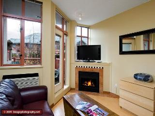 #216 at the Alpenglow, studio with queen bed, kitchen & pool Whistler