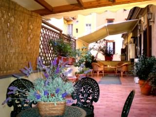 CASA ERIKA IN OLD TOWN CENTER WITH TERRACE!, Rome