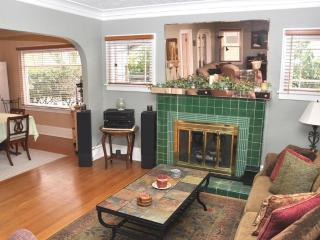 P21 Charming Home, Wedding Guests, Gatherings, Portland
