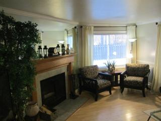 Luxurious Condo with Super Comfy Beds and Garage, Anchorage