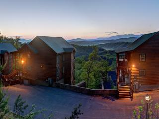 Luxury Mtn Top Estate ~ 19 Bedrooms/Sleeps 80, Pigeon Forge