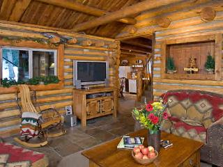 Bear Creek Log Cabin, Wildlife Adventure, Hot Tub, Bozeman