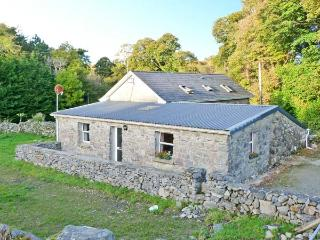 WALSH'S COTTAGE, off road parking, near Connemara National Park, in Oughterard, Ref 11557 - Oughterard vacation rentals