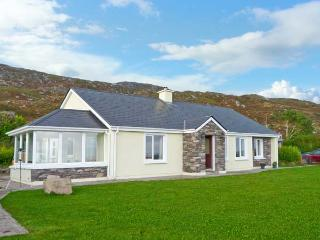 KERRY WAY COTTAGE all ground floor, stunning views, family-friendly cottage near Caherdaniel in Castlecove Ref 19379, Sneem