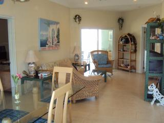 Cayman Stead, 2 BR, 2 bath,BEACH condo,sleeps 6, North Side