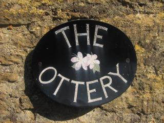 The Ottery near Bradford-on-Avon Remodeled Cottage