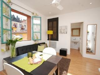 Lily- GREAT VALUE 1 Bed in Old Town - GOOD PRICE!, Nice