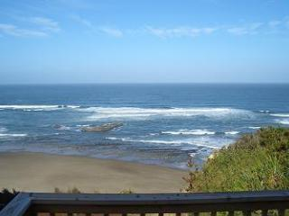 Finders Keepers -Oceanview w/ Hot Tub, Lincoln City