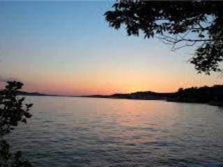 Book Autumn@LAZY DAYS Lake Front Fun-Sleeps 2-30!, Osage Beach
