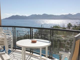 Lovely beachside apartment in Cannes La Bocca