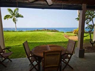 KKSR2103 $115.00 spcl June-September!! DIRECT OCEANFRONT, Ground Floor, Wifi!, Kailua-Kona