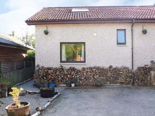 BRUCANICH COTTAGE, eco-friendly annexe, with woodburning stove, decked area, in Kingussie, Ref 21266