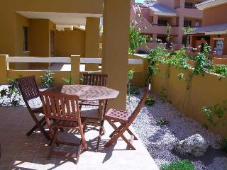 Ground Floor Apartment - Large Patio - Communal Pool - Short Walk to Beach, Mar de Cristal
