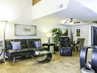 Affordable Elegance /w Large Beds, Attached Garage, Scottsdale