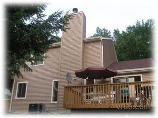 Spacious 3Bedroom Across from Lake & Next to Pools, Bushkill