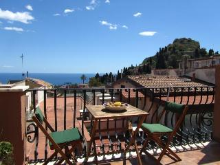 Taormina center! 1-room apartment with sea view!