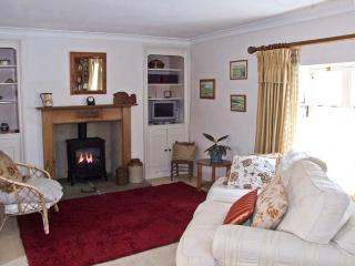 EASTER COTTAGE, stone-built cottage, courtyard garden, town location, in Malmesbury Ref 17923