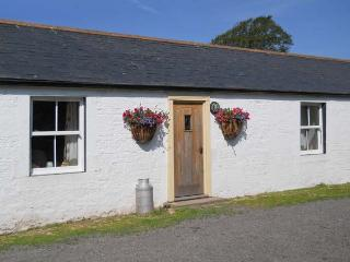 DABBINS COTTAGE, charming property, woodburner, parking, on farm, close to Ruthwell, Ref 20803