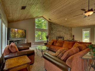 Massive home with pool table, foosball table, and hot tub on edge of National Forest - Del Norte Manor, South Lake Tahoe