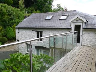 Pet Friendly Holiday Cottage - Grove Barn, Llansteffan