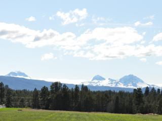 Hired Hands House, large ranch, sleeps 8, Bend