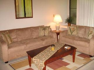 Crown Flower **Available for 30 night rental, Kahuku