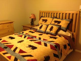 Gorgeous Bear Theme Home, Next to Ski Resort, Shawnee on Delaware